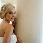 Свадебная прическа украшенная диадемой