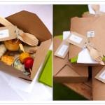 Коробочки с едой для гостей на пикнике