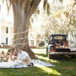 Свадебный пикник для двоих за городом на пикапе