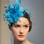 Насыщенный голубой - прекрасная расцветка для свадебного головного убора