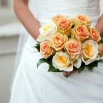 Оранжевый свадебный букет для нежной невесты
