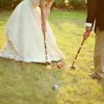 Игра в крикет на свадебном пикнике