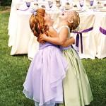 Девочки в платьях с шелковыми поясами
