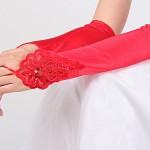 Красные свадебные перчатки невесты