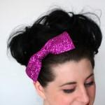 Розовый бант в волосах невесты