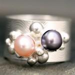 Кольцо невесты с жемчужинами разных цветов
