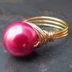 Розовая жемчужина в золотом кольце невесты