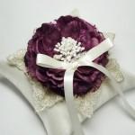 Подушечка для колец с пурпурным цветком