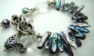 Freshwater stick pearls, charm bracelet, silver chain... COOL WATERS
