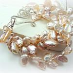 Свадебный браслет невесты персиково-жемчужного цвета