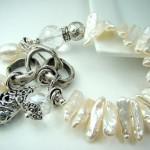 Свадебный браслет невесты бело-жемчужного цвета