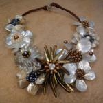 Жемчужный цветок в ожерелье невесты