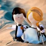 Свадебные куклы на песке