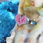 Свадебное кольцо с сердцем из розового камня