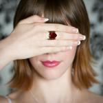 Обручальное кольцо с сердцем из рубина