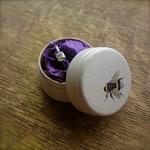 Коробочка для колец с рисунком пчелы