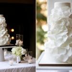 Свадебный торт, украшенный лепестками цветов
