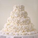 Свадебный торт, сделанный из множества цветов