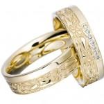 Свадебные кольца с красивым узором на золоте