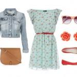 Голубое платье и оранжевые аксессуары