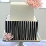 Черно-белый свадебный торт прямоугольной формы