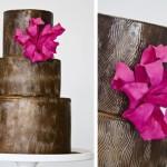 Шоколадный свадебный торт с розовым цветком