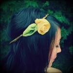 Желтая роза в свадебном венке