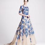Длинное голубое платье свидетельницы