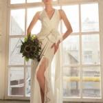 Невеста в сексуальном свадебном платье