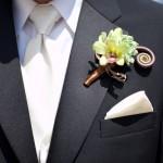 Загадочная бутоньерка для стильного жениха