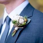 Стильная бутоньерка жениха на свадьбу