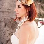 Пестрая свадебная шляпка невесты