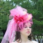 Розовая свадебная шляпка невесты
