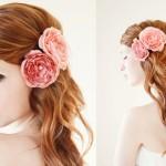 Свадебная прическа невесты с розовыми цветами