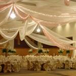 Оформление свадьбы драпировкой кремового цвета
