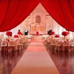Оформление свадьбы драпировкой алого цвета