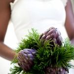 Свадебный букет невесты из пурпурных артишоков