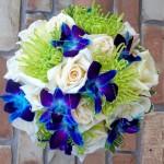 Свадебный букет с синими орхидеями