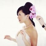Розовые орхидеи в свадебной прическе