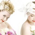 Цветок с перьями в свадебной прическе