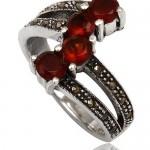 Обручальное кольцо с гранатовыми камнями