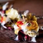 Перья в свадебной бутоньерке