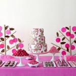Сладкий свадебный стол в розовом цвете