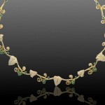 Золотое свадебное колье с изумрудами