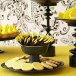 Сочетание желтых и черных сладостей