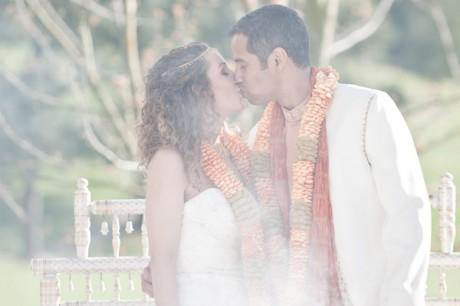 Цвет костюма жениха под стиль платья невесты