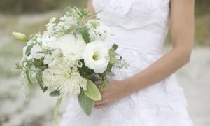 Научись правильно держать свадебный букет