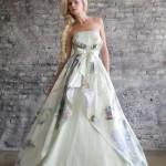 Свадебное платье с разноцветным рисунком