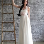 Невеста в нежно-белом свадебном платье