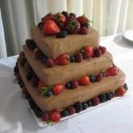 Ягоды в свадебном торте